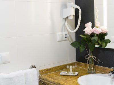 Baño apartamento - Hotel Mena Plaza ** | Hotel en Nerja