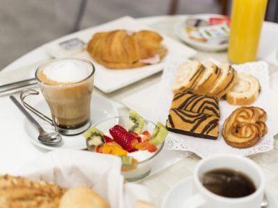 Desayuno Buffet libre - Hotel Mena Plaza ** | Hotel en Nerja