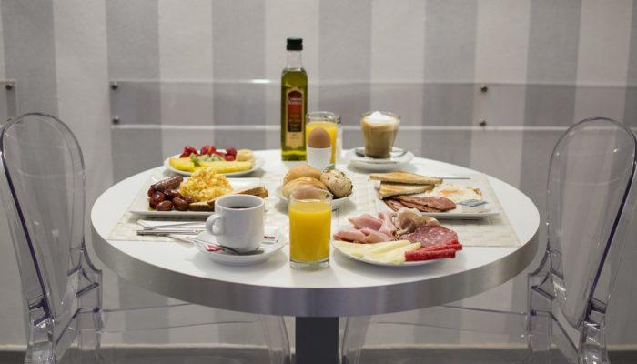 Desayuno buffet - Hotel Mena Plaza ** | Hotel en Nerja
