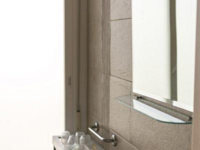 Cuarto de baño habitación con terraza - Hotel Mena Plaza ** | Hotel en Nerja