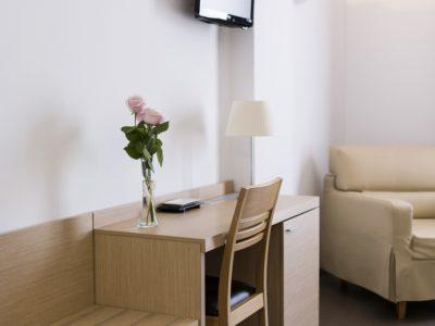 Escritorio habitación estandar - Hotel Mena Plaza ** | Hotel en Nerja