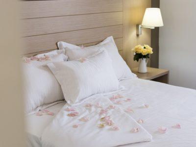 habitación cama king size - Hotel Mena Plaza ** | Hotel en Nerja
