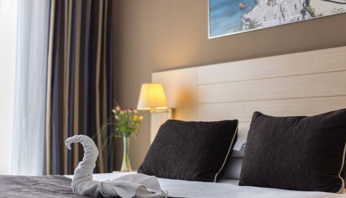 King bed - Hotel Mena Plaza ** | Hotel en Nerja